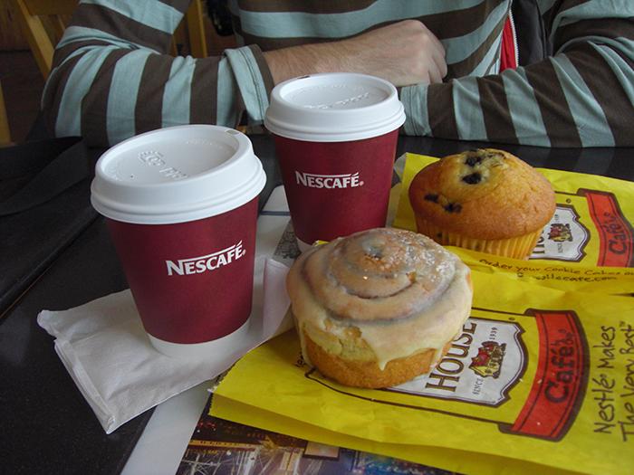 Cinnamon roll y muffin en el Pier 17