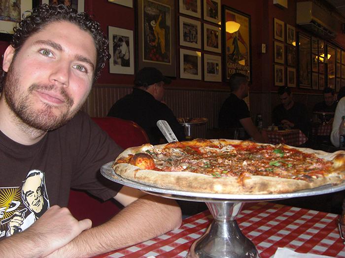 Pizza en la 1ª pizzería de NY, Lombardi's