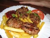 1ª cena en NY.. como no, una buena hamburguer